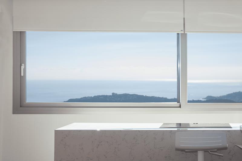 CABRATOSA-finestra-casa-platja-aro.jpg